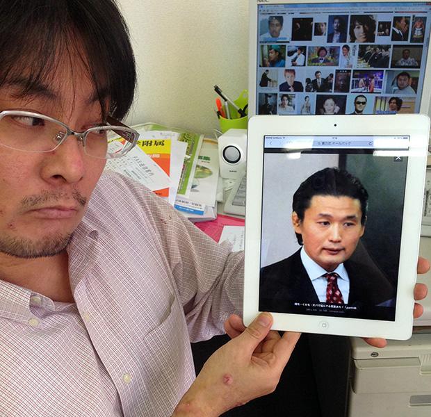 貴乃花の画像をIpadに収める池村氏
